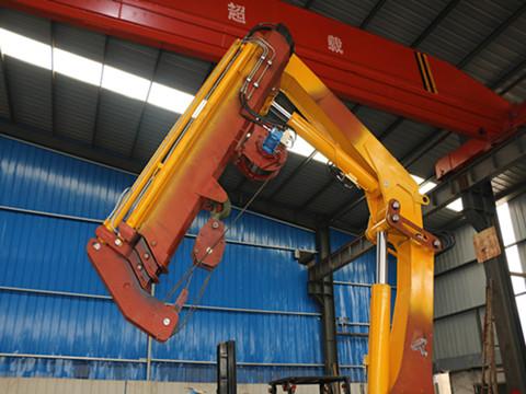 产品臂体截面采用六边形结构,起重机专用高强度板材制造,三节可伸缩臂